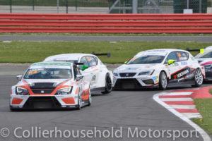 Della Motta leads on opening lap